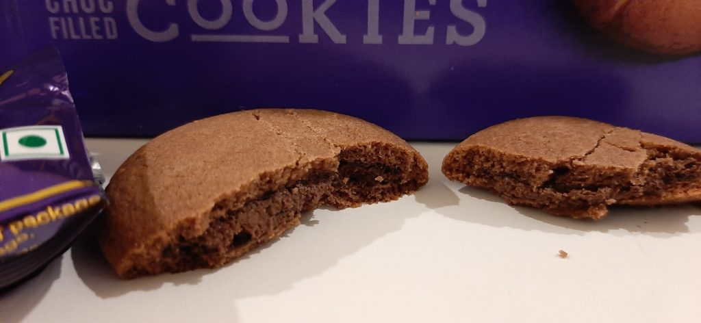 Cadbury Chocobakes Choc Filled Cookies: #FirstImpressions