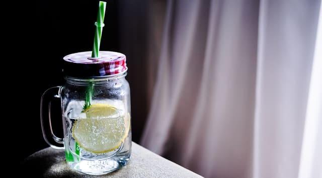 detox water with lemon slice